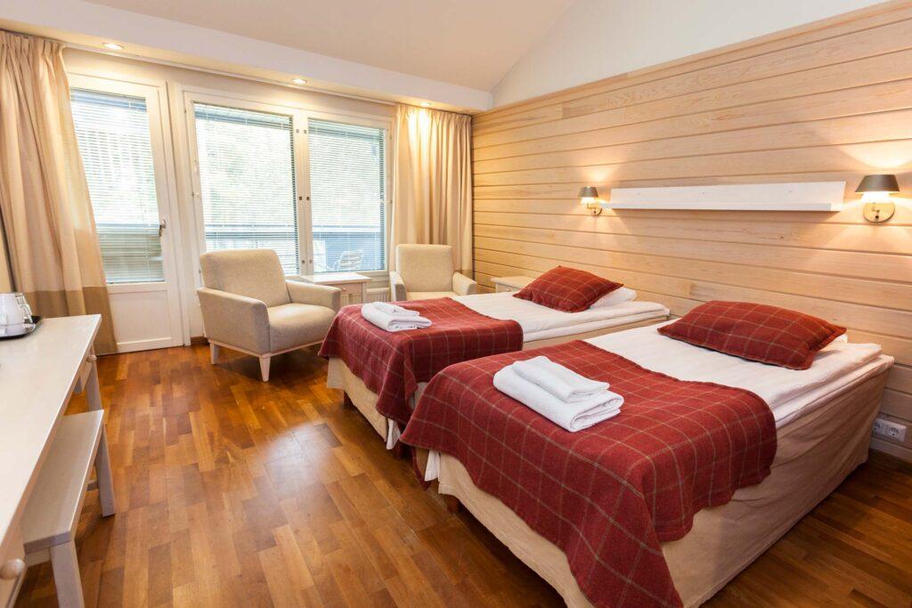 Hotel K5 Levin valoisa ja tilava huone Levillä.