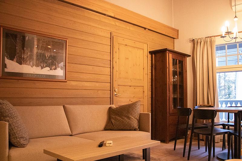 K5 Villas 7 hengen lomahuoneiston oluhuone Levin matkailukeskuksessa.