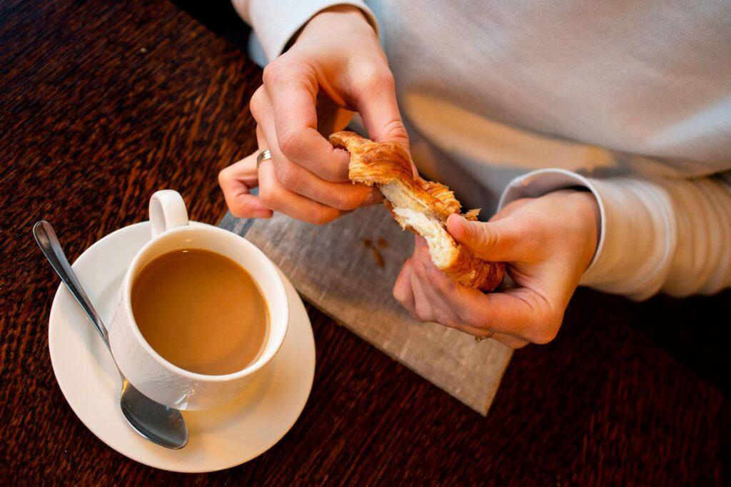 Aamiainen Bistro K5:ssä kuuluu hotelliyön hintaan Hotel K5 Levillä.