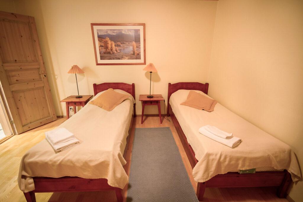 Viihtyisä makuuhuone K5 Villas lomahuoneistossa Levillä