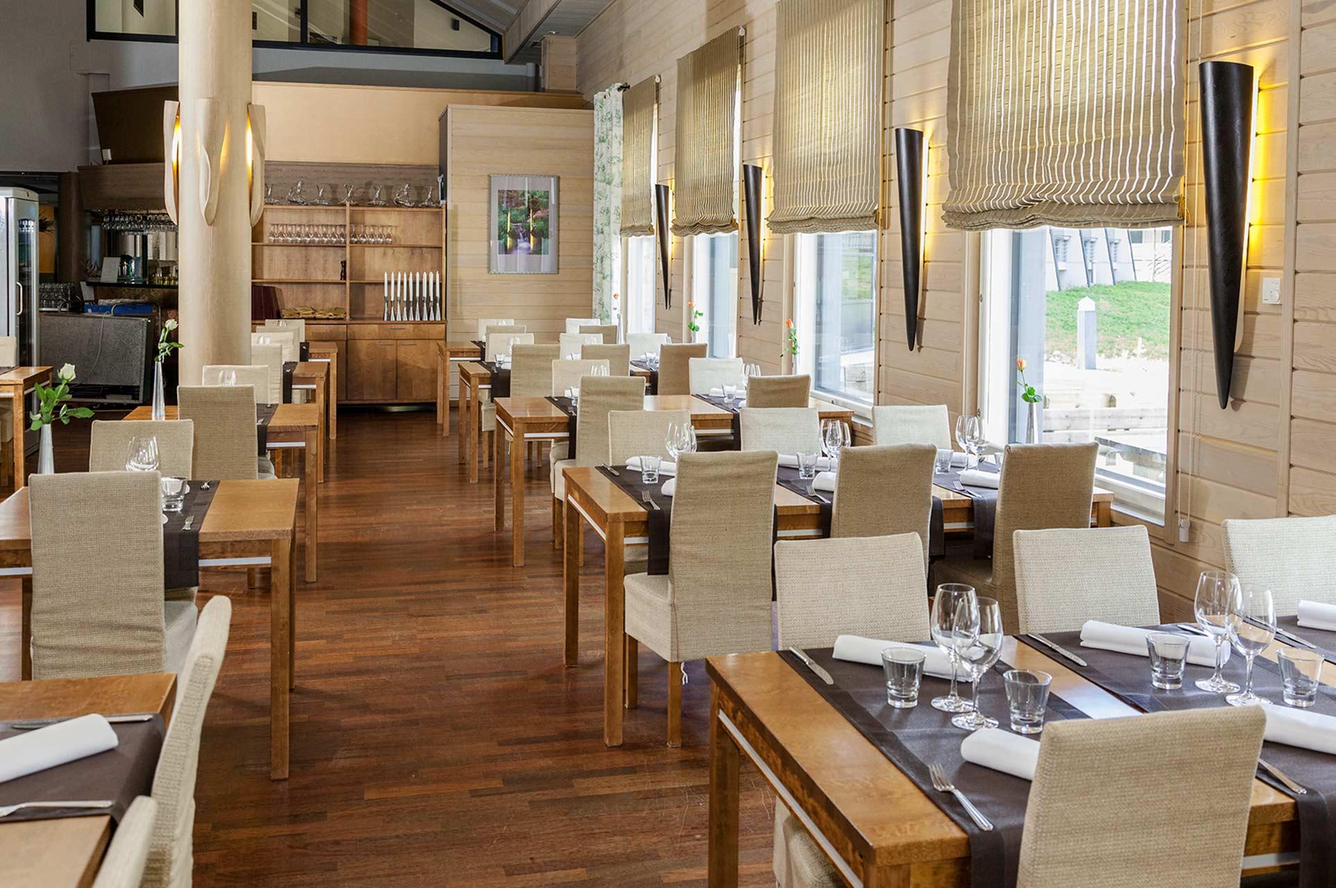 Valoisa, vaalein sävyin sisustettu on viihtyisä ravintola Bistro K5 palvelee Levin keskustan tuntumassa..
