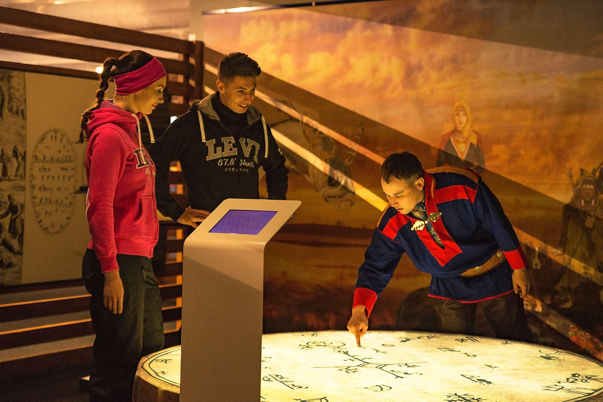 Samiland näyttely kertoo saamelaiskulttuurista, näyttely sijaitsee Tapahtumakeskus Levi Summitissa.
