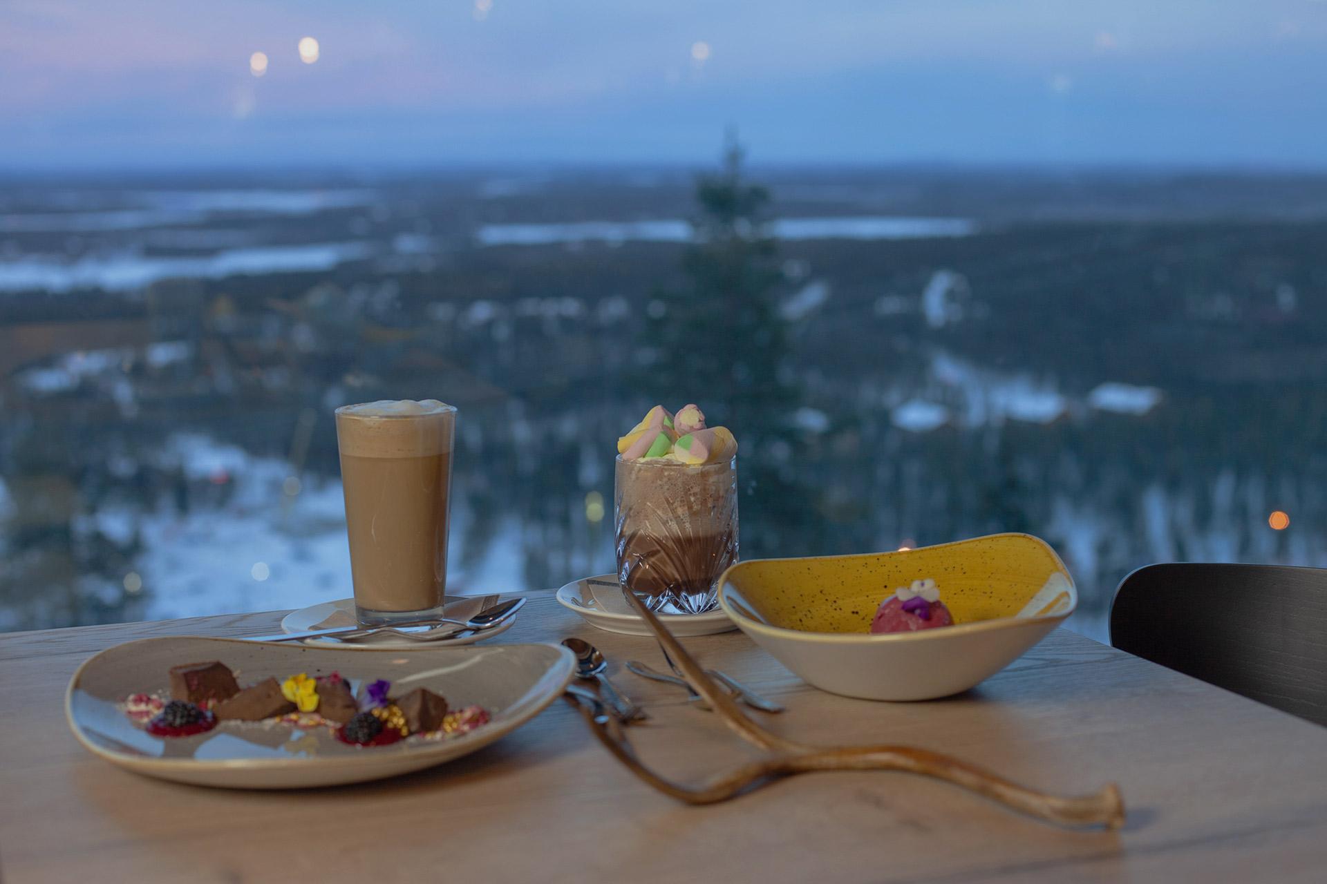 Maisemakahvila Spiella tarjoilee monipuolisesti kahvilatuotteita Levin eturinteessä.
