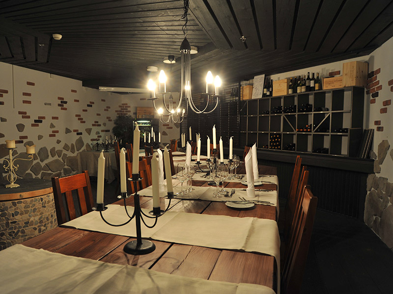 Tunnelmallinen viinikellari Bistro K5:ssä sopii erinomaisesti yksityistilaisuuksiin Levillä.