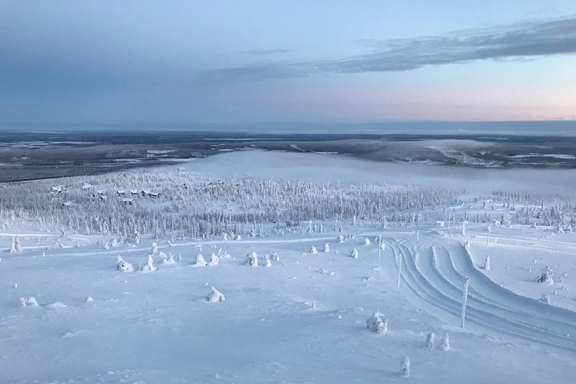 Upea talvinen rinnemaisema Levillä hiihtolomalla.