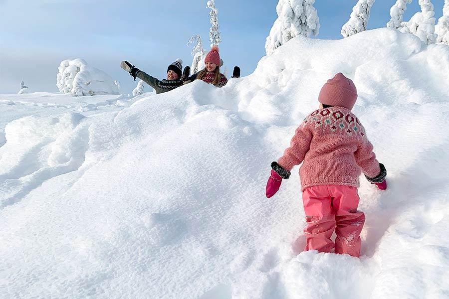 Pääsiäinen 2021 lumisella Levillä.